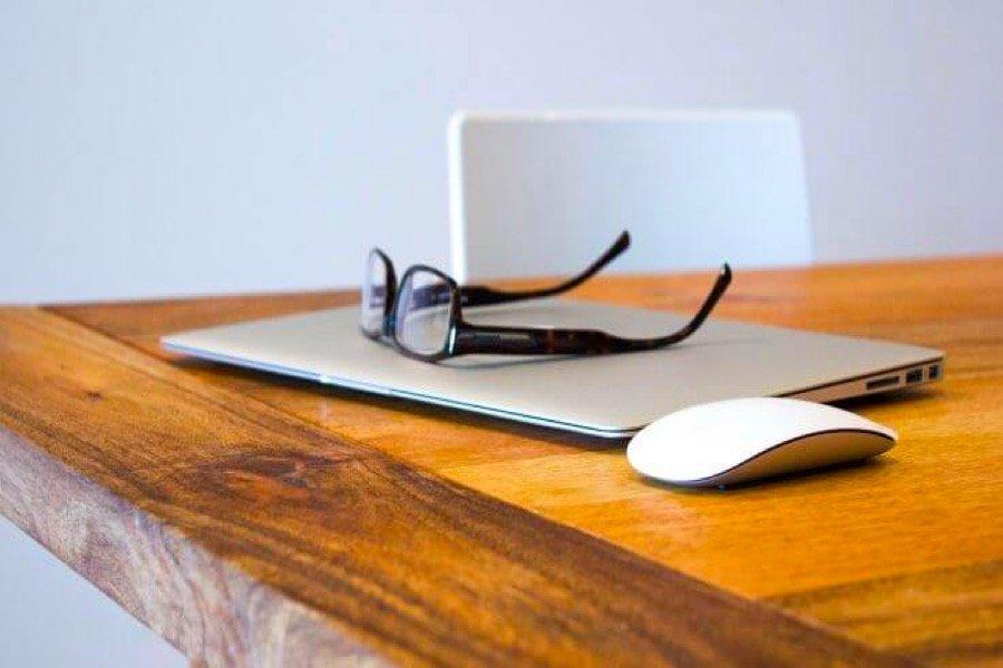 نویسنده فنی و هر چه درباره این شغل باید بدانید؛ نویسنده فنی کیست و چه کاری انجام میدهد؟